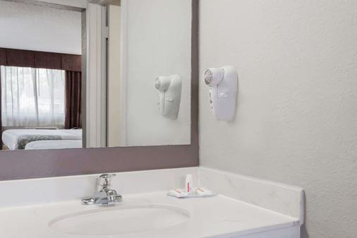 Days Inn by Wyndham St Augustine/Historic Downtown - St. Augustine - Phòng tắm