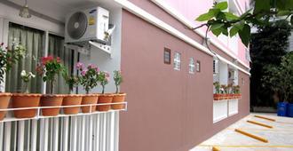The Best - Bangkok - Vista esterna