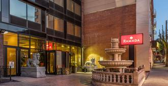 Ramada by Wyndham Flushing Queens - Куинс - Здание
