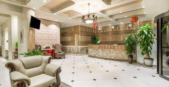 Ramada by Wyndham Flushing Queens - Queens - Lobby
