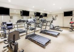 Ramada by Wyndham Flushing Queens - Queens - Gym