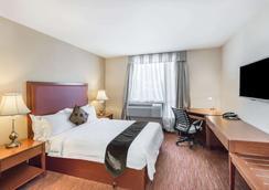 Ramada by Wyndham Flushing Queens - Queens - Bedroom