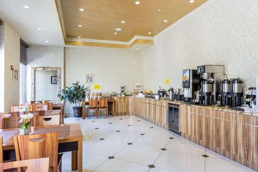 Ramada by Wyndham Flushing Queens - Queens - Buffet