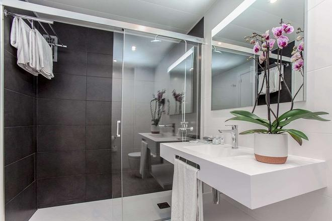 Aparthotel Atenea Barcelona - Barcelona - Kylpyhuone