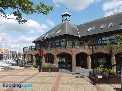 Boathouse Hotel - Southampton - Building
