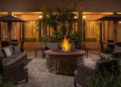 Courtyard by Marriott Jacksonville Mayo Clinic Campus/Beaches - Jacksonville - Patio