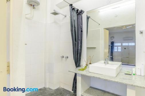 Treebo Trip Red Lotus Heritage Pondicherry - Puducherry - Phòng tắm
