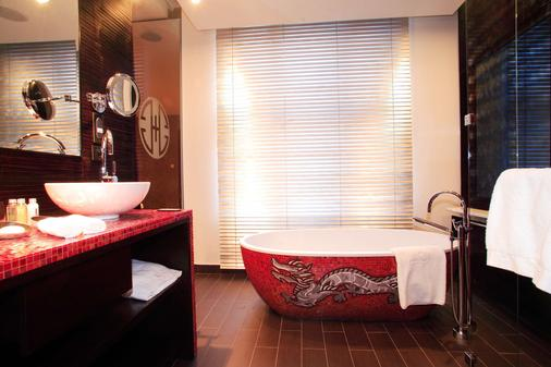 Buddha-Bar Hotel Prague - Prague - Bathroom