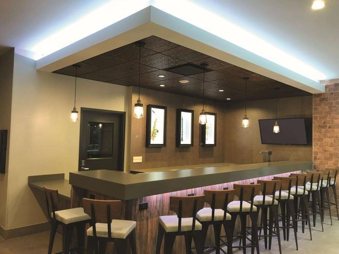 La Quinta Inn & Suites by Wyndham New Orleans Downtown - Νέα Ορλεάνη - Bar
