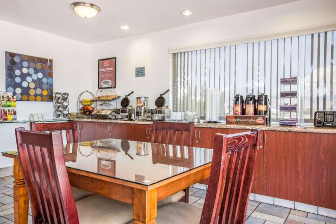Econo Lodge Inn & Suites Ridgecrest - Ridgecrest - Buffet