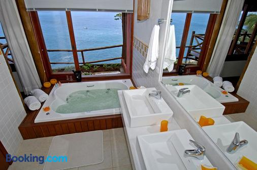 Solar Singuitta - Ilhabela - Bathroom