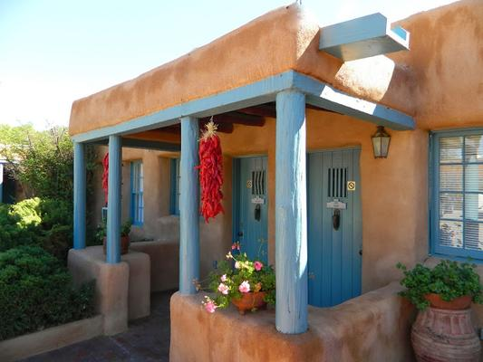 Pueblo Bonito Bed and Breakfast Inn - Santa Fe - Building