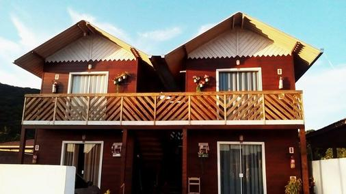 兩戀人木屋旅館 - 卑拿 - Penha - 建築