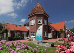 Landhotel Bauernstuben - Neuharlingersiel - Building