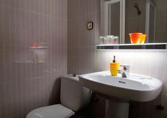 Barcelona City Street - Barcelona - Bathroom