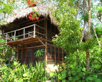 Playa Scondida - Barú - Building