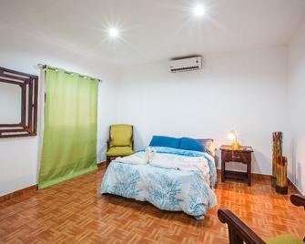 Hostal Los Octavianos - Ґранада - Bedroom