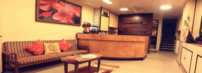 Benazeer Hotel - Mumbai - Front desk