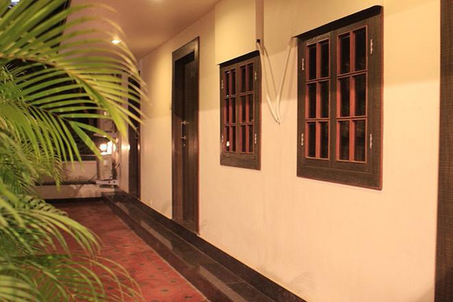 Benazeer Hotel - Mumbai - Outdoors view