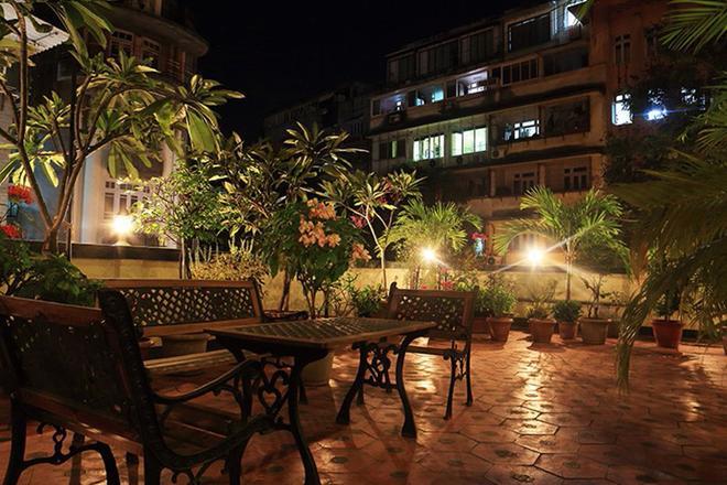 Benazeer Hotel - Mumbai - Patio