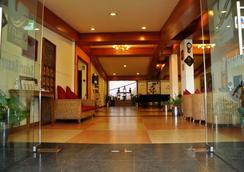 Benzz Park - Kodai - Kodaikānāl - Lobby