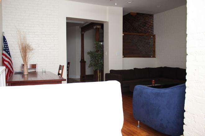 Dupont Stay - Washington - Living room