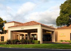 Courtyard by Marriott Fremont Silicon Valley - Fremont - Building