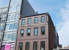 West Broadway Quarters by Thatch - Boston - Building