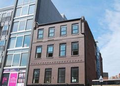 West Broadway Quarters by Thatch - Boston - Gebäude