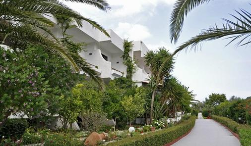 Hotel Tina Flora - Kolympia - Näkymät ulkona