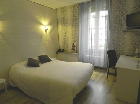 Hôtel Le Centre - Les Herbiers - Bedroom