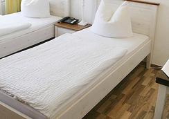 Hotel Restaurant Bodden - Gummersbach - Bedroom