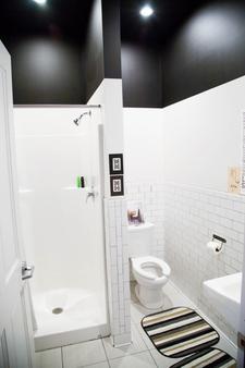Hostel Fish - Denver - Bathroom
