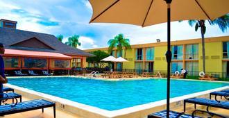Floridian Express International Drive - Orlando - Piscina