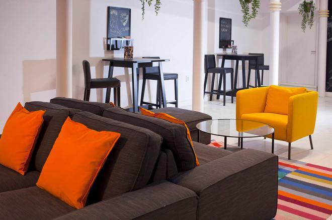 Uni Youth Hostel - Maribor - Living room