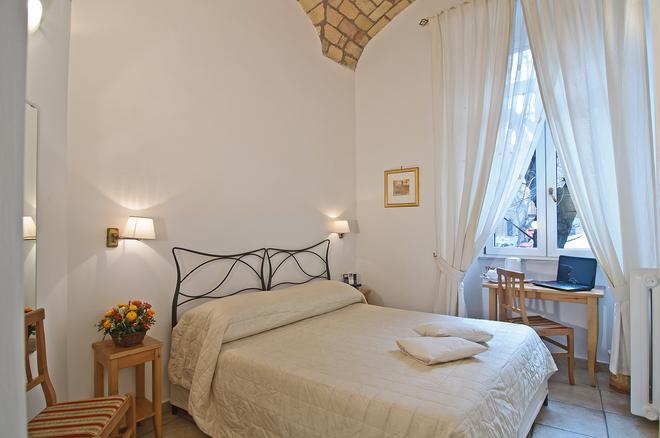特拉斯提弗列里拉伊斯勒卡拉瑞斯酒店 - 羅馬 - 羅馬 - 臥室