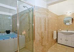 特拉斯提弗列里拉伊斯勒卡拉瑞斯酒店 - 羅馬 - 羅馬 - 浴室