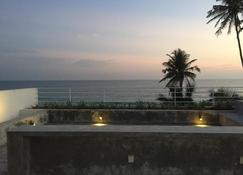 Bieshu Beach Hive - Ґалле - Балкон