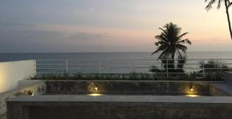Bieshu Beach Hive - Galle - Balcony