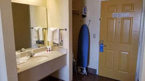 Hotel Tulsa Airport & Fairgrounds - Tulsa - Kylpyhuone