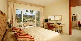 Blau Privilege Porto Petro Beach Resort & Spa - Portopetro - Schlafzimmer
