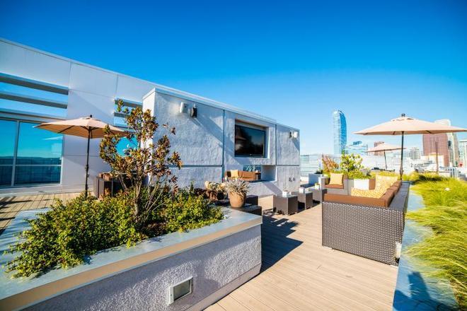 Ginosi Figaro Apartel - Los Angeles - Hàng hiên
