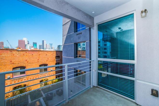 Ginosi Figaro Apartel - Los Angeles - Ban công
