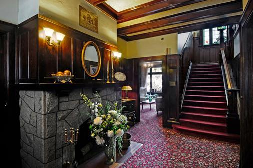 Dashwood Manor Seaside Bed & Breakfast - Victoria - Escalier