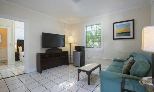 Southwinds Motel - Key West - Living room