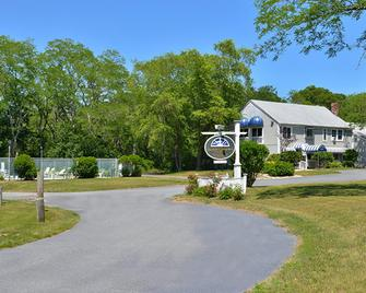 Captains Quarters Motel & Conference Center - Eastham - Building