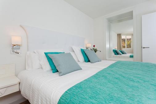 FERGUS Style Cala Blanca Suites - Santa Ponsa - Makuuhuone