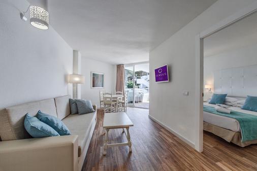FERGUS Style Cala Blanca Suites - Santa Ponsa - Olohuone