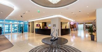 Premier Inn Abu Dhabi International Airport - Abu Dhabi - Lobby