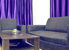 Second Home Guest House - Bhubaneswar - Living room